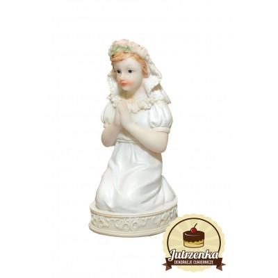 dziewczynka klęcząca figurka z tworzywa